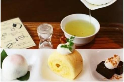 お茶の心を体験できる 伊右衛門サロンのおやつコース(食事例).jpg