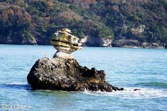 人間の姿にも似たこの島は仁王島