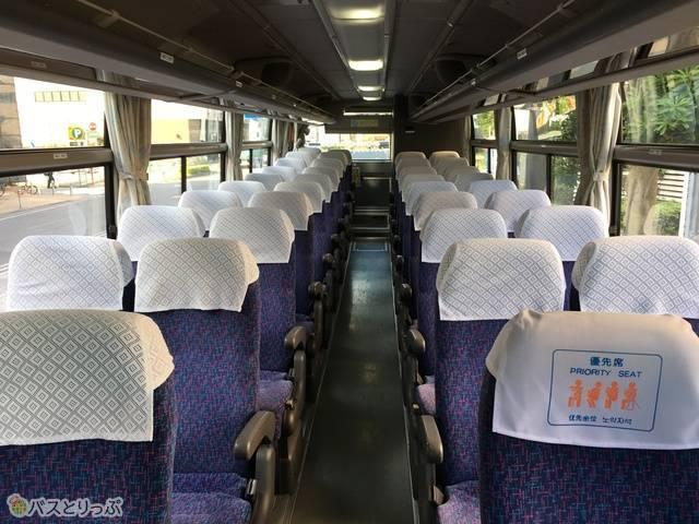4列シート。乗客は4人