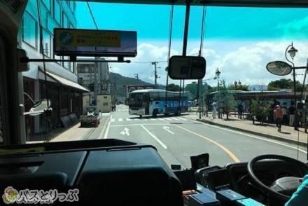2,000円も安い! 高速バスはコスパ最強! 神奈川中央交通の4列シートで藤沢→河口湖へ
