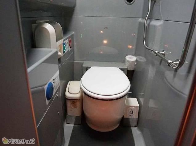トイレ付きで長時間の乗車も安心