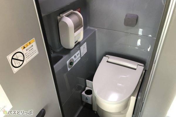 清潔感のある車内トイレ.jpg