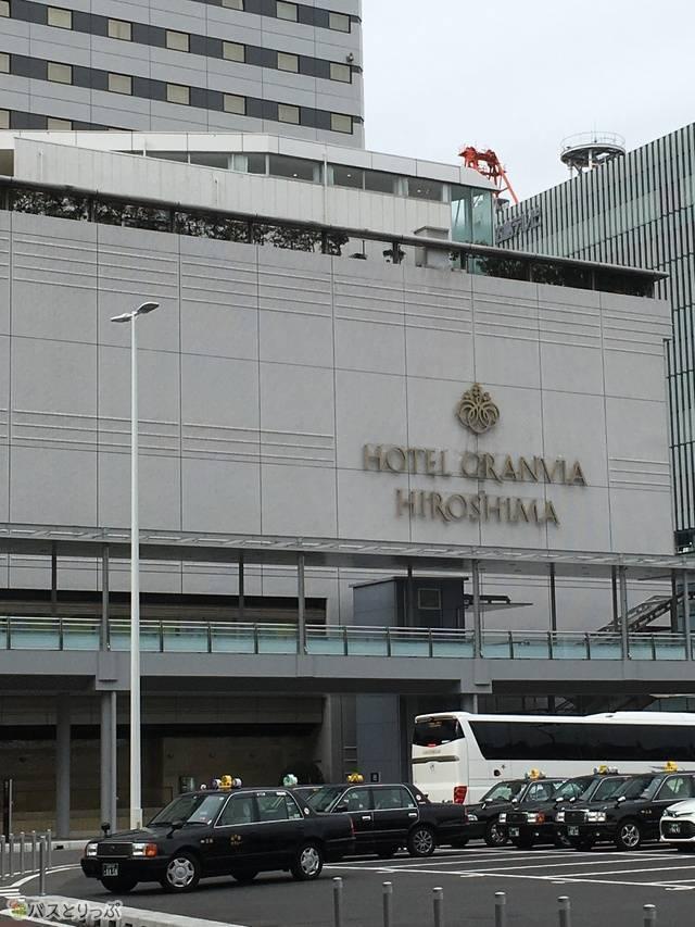 バスターミナルの周辺にはホテル「グランヴィア」や「シェラトン」なども隣接