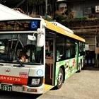 2回目の休憩場所「上野地」。バスの斜め後ろがトイレ