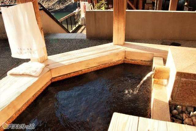 公衆浴場には無料の足湯もあります
