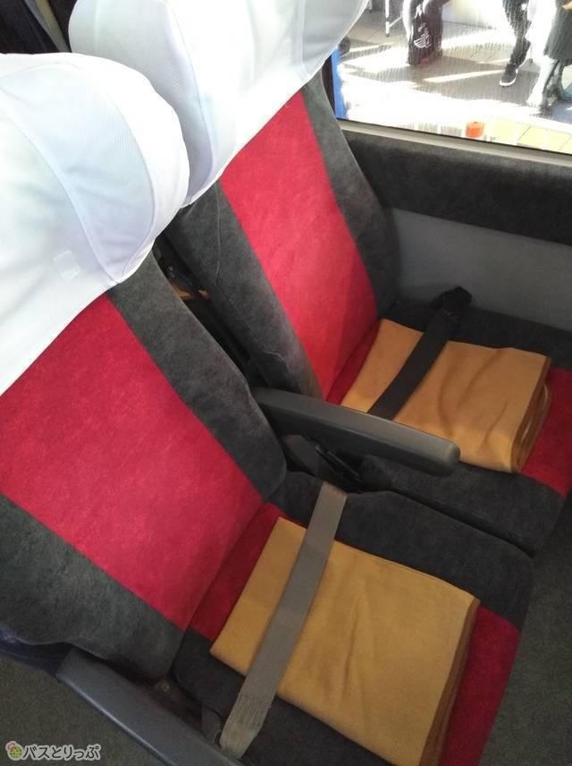 堅すぎず柔らかすぎない、オーソドックスな4列シート席