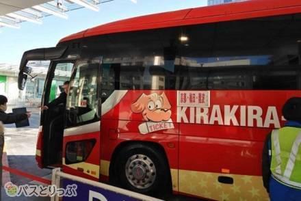 身長180cmでも足を伸ばせる4列シート! さくら観光高速バス「キラキラ号」昼行便で東京→京都の旅