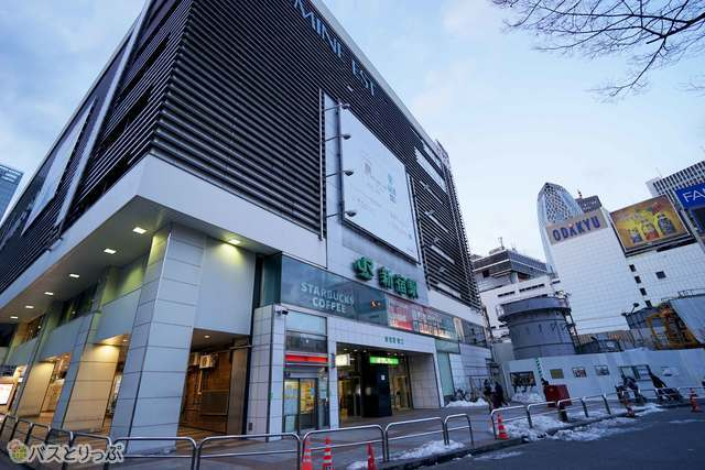 「TSUTAYA BOOK APARTMENT」は新宿駅東口からすぐ