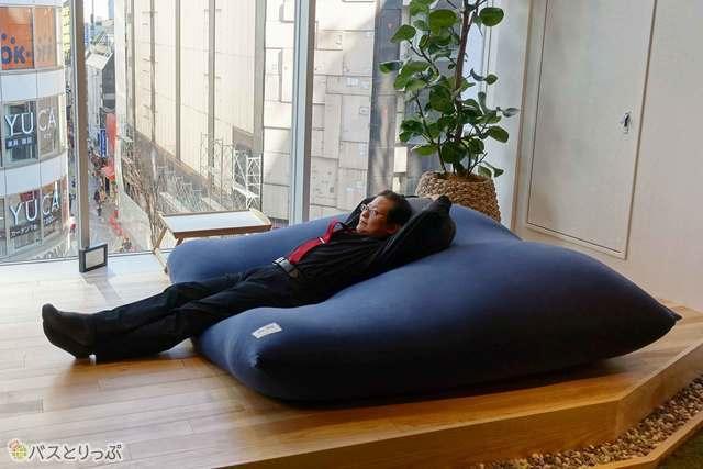 """話題の""""人間をダメにするソファで、ダメ人間になってみる?"""
