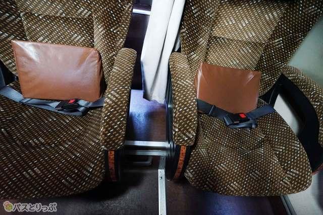 隣座席との間も広い3列シート