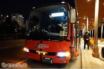 USJで遊んだ帰りは夜行バス「ブルーライナー」で朝までぐっすり… 東京行き4列シートは車内サービスも最高