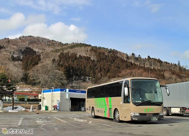 国見サービスエリアで停車中のバス
