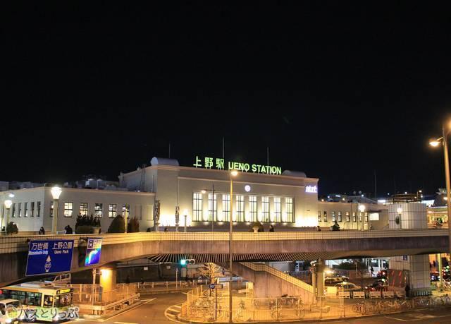 ライトアップされた上野駅