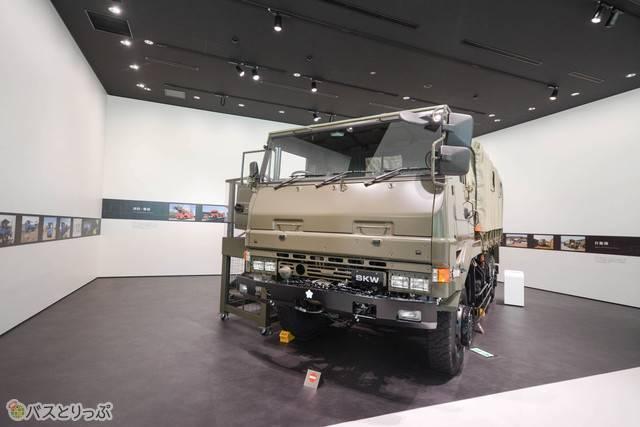 全長7.15m、全幅2.48m。見るからに頑丈そうなトラック