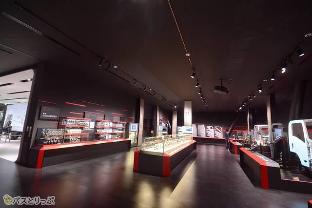 「いすゞの技術」の展示コーナー
