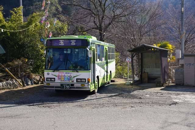 塩山の市街地と郊外を結ぶ1日3回の生活路線。現在は甲州市民バスとして運行される