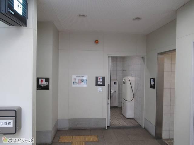 藤森駅のトイレ。多目的トイレもあります