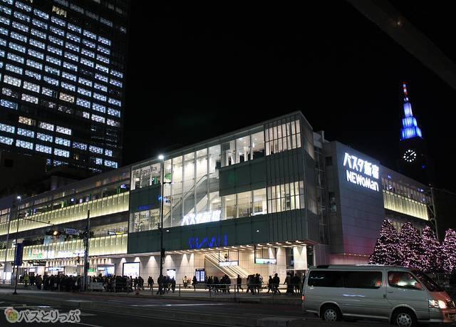 新宿駅南口目の前に位置するバスタ新宿