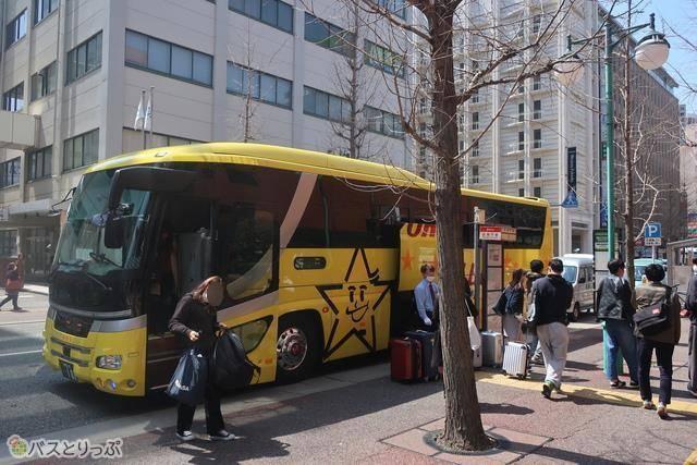 停留所の「博多総合庁舎前 バス停」から博多駅へは徒歩数分でした