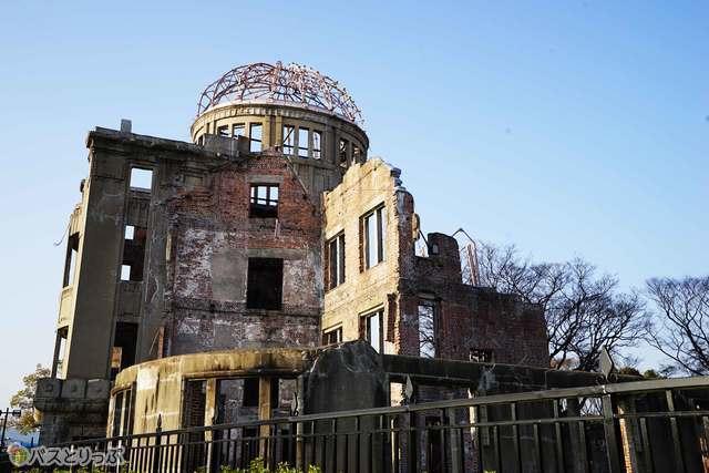 戦争の歴史の証拠として今も残る原爆ドーム