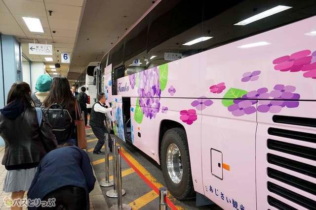 あじさい観光002便大阪行き