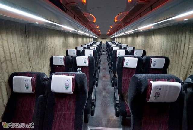座席は4列シート
