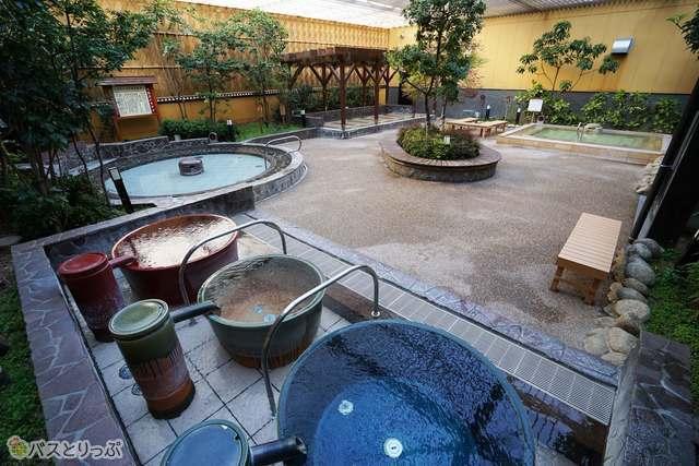 4種類の湯船で楽しめる露天風呂