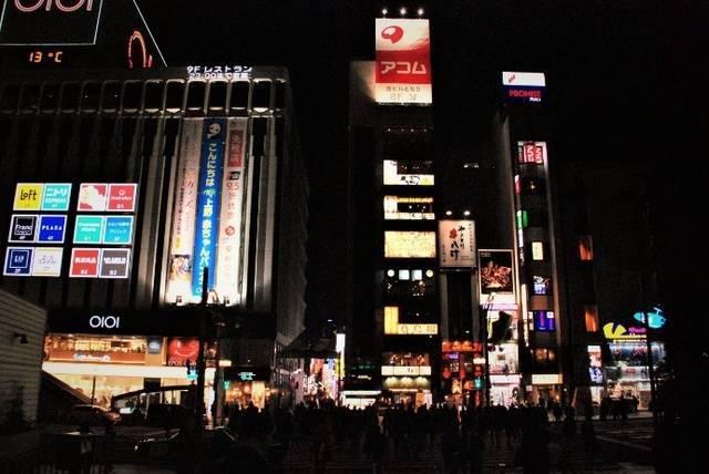 広小路口を出たところ。左前方に上野マルイが見えます