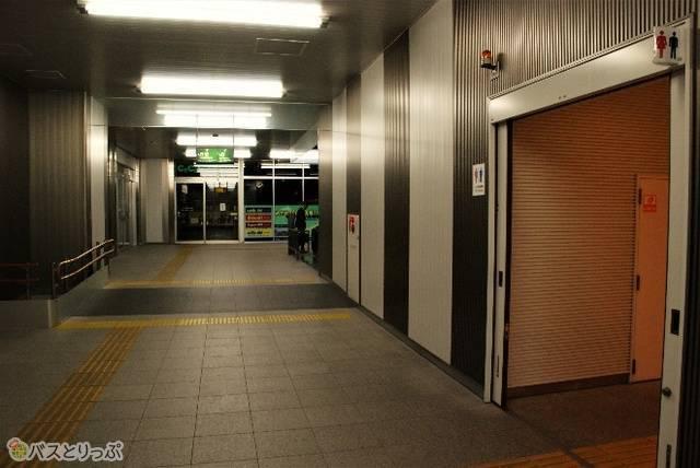 1階のコインロッカー近くのトイレ