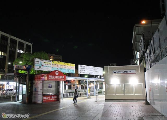 南海和歌山市駅前のバスターミナル