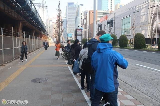 名古屋駅南ささしまライブ。みんな並んで待ってます