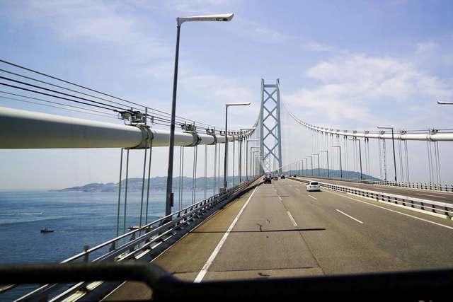 世界最長の吊り橋明石海峡大橋を渡ります