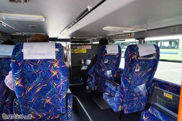1階客席も独立型3列シート