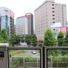 JR大塚駅ホームからでも「OMO5 東京大塚」の文字が見える