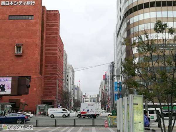 博多駅中央口を出て