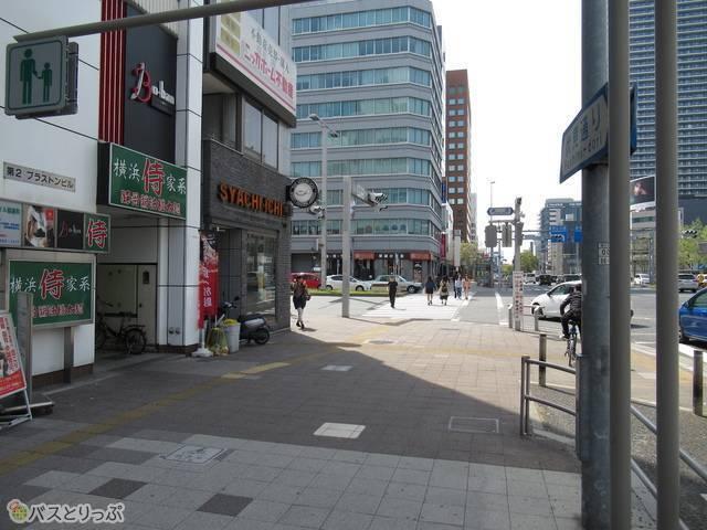1番出口を出たら目の前の交差点を左へ