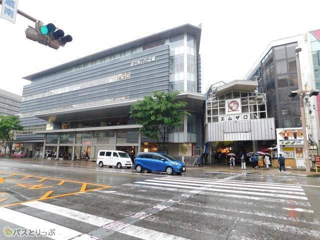 近江町市場は右回り・左回りルートどちらも停車します