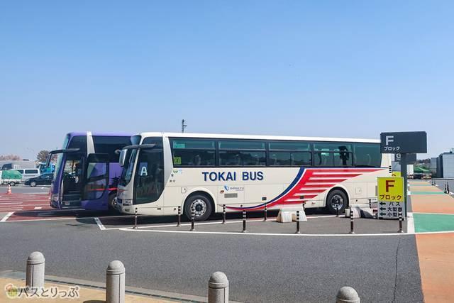 海老名SAは広いため、バスの停まった駐車場のブロックを覚えておいたほうがいいです