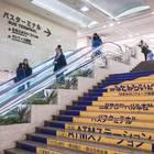 バス乗り場は階段の上