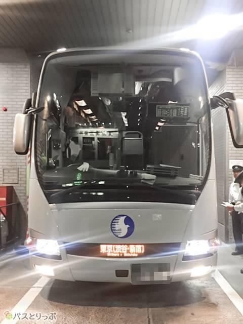 キラーン! こちらのバスが今夜のバスです!