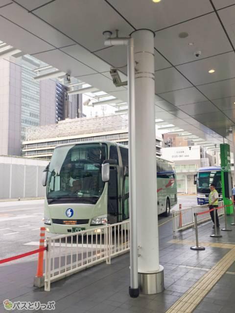 バスタ新宿で早朝下車、このままTDRに行く人も