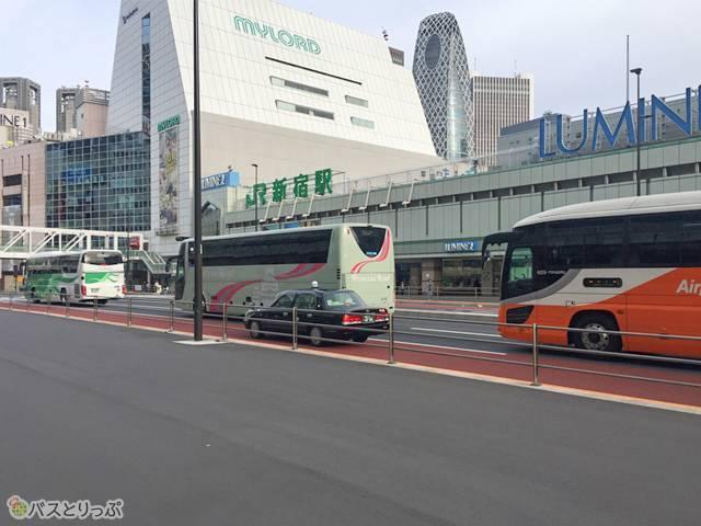 朝の新宿は大型バスがいっぱい!元気でるね!