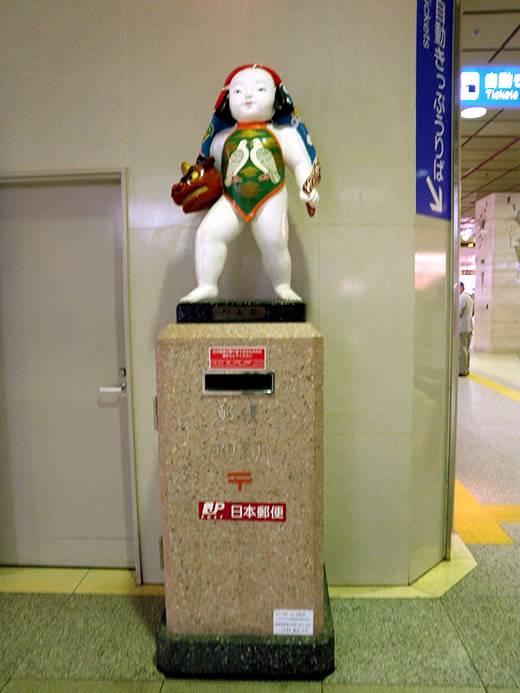 金沢駅・謎のポスト。金太郎?(金沢名所で遊ぶ)
