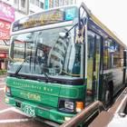 左回りルートは緑色のバス。サイドミラー裏の雅なこだわりが金沢らしい!