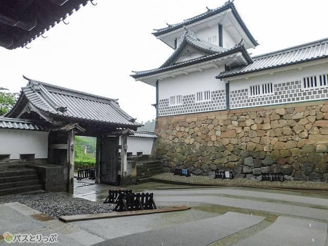金沢城公園の石川門。ここを始め、金沢城・三御門に最も近い入口がこちら