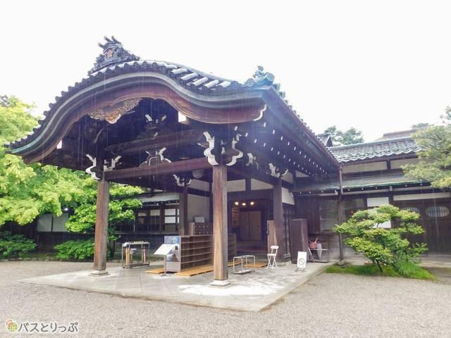 成巽閣は加賀大名が母のために建てた美しい建物。1日フリー乗車券を購入すれば入場料が割引に