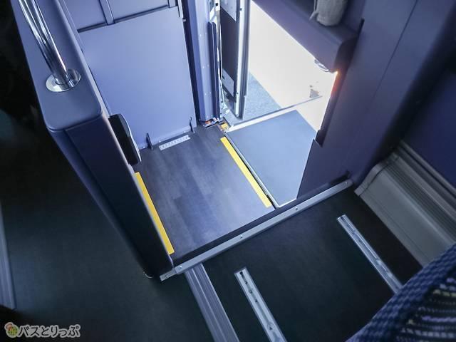 車内から見たエレベーター部分