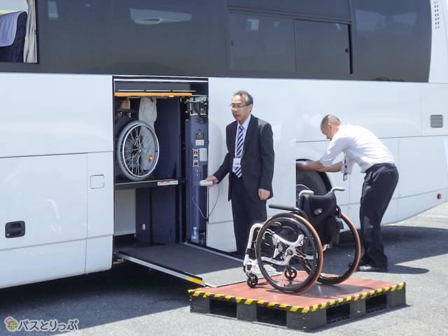 車椅子用のエレベーター