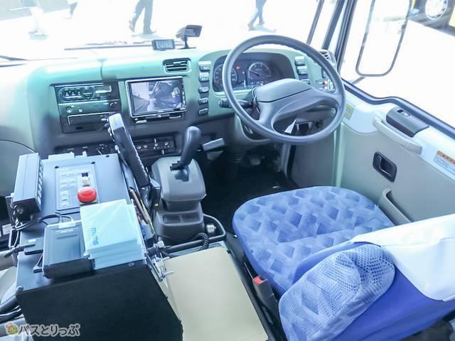 「三菱ふそうローザ4WD」運転席