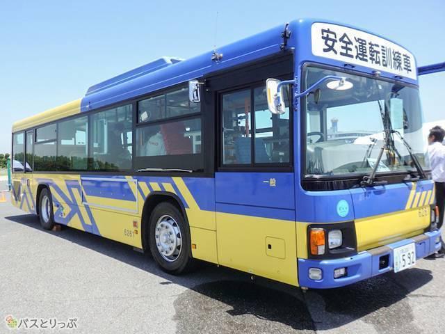 近鉄バス 安全運転訓練車